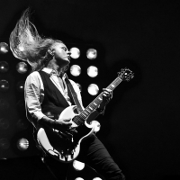 Jerry Cantrell Signs To Gibson