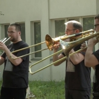 VIDEO: Deutsche Oper Musicians Perform at Nursing Homes