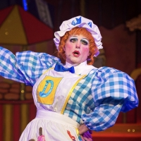 Panto Star John Barr Returns Queen's Theatre Hornchurch In ROBIN HOOD This Christmas Photo