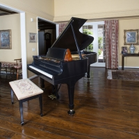 Mrs. Nancy Sinatra Sr. and Frank Sinatra's Grand Piano Head to Julien's Auctions
