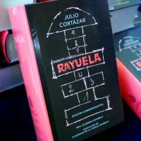 A 56 años de la aparición de Rayuela, de Julio Cortázar, se presenta la edición conmemorativa