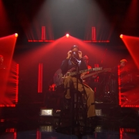 VIDEO: H.E.R. Performs 'Slide' on LATE NIGHT WITH SETH MEYERS