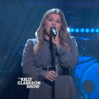 VIDEO: Kelly Clarkson Performs 'Lost In Your Eyes' Photo