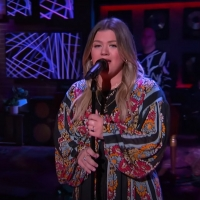 VIDEO: Kelly Clarkson Covers 'Hard Place' Photo