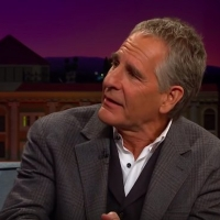 VIDEO: Scott Bakula Tells the Story of Injuring an Elderly Audience Member During THE Photo