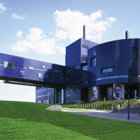 Guthrie Theater Cancels All Performances Through April 5 Photo