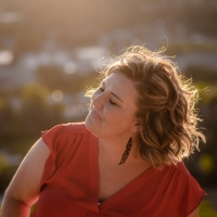 Pop Singer-Songwriter Elise Lieberth Premieres New Single 'Invincible' Photo