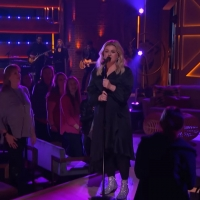VIDEO: Watch Kelly Clarkson Perform 'Strawberry Wine' on THE KELLY CLARKSON SHOW Photo