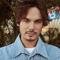 Tyler Blackburn to Appear as a Special Guest on PRETTY LITTLE WINE MOMS Podcast Photo