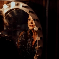 BWW REVIEW: JACQUI DARK IS ALIVE AND WELL AND LIVING IN NEWTOWN Captures The Intensity Of Photo
