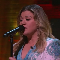 VIDEO: Kelly Clarkson Covers 'No One Else On Earth' Photo