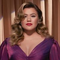 Kelly Clarkson Announces 'When Christmas Comes Around...' Holiday Album Photo