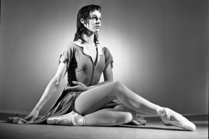 Acclaimed Ballerina Julia Farron Dies at Age 96