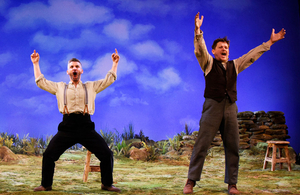 BWW Review: STONES IN HIS POCKETS, Theatre Royal Brighton