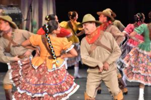 Compañía de Danza Folklórica de la Universidad Autónoma de Chihuahua abrió con gran éxito Estados en Movimiento