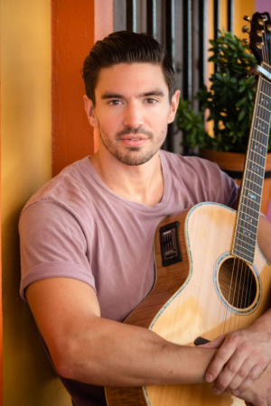 Steve Grand Brings THE PINK CHAMPAGNE TOUR to Feinstein's at the Nikko