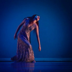 Urdimbre, propuesta escénica inspirada en la producción de textiles artesanales, a cargo de Khamsa Dance Project