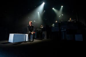 BWW Review: TROEN OG INGEN at Teatret Svalegangen