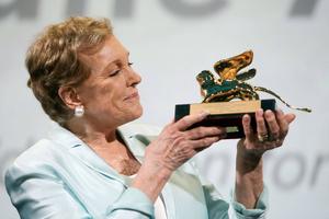 Julie Andrews recibe el León de Oro honorífico en la Mostra de Cine de Venecia
