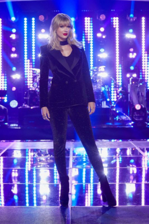 Taylor Swift to Serve as 'Mega Mentor' on THE VOICE