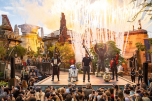 STAR WARS: GALAXY'S EDGE Opens at WDW with Adventure, Culinary Delights, and More