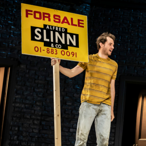 BWW Review: VALUED FRIENDS, Rose Theatre