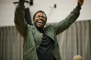 THE WRONG MAN Star Joshua Henry Confiscates Phone Mid-Performance