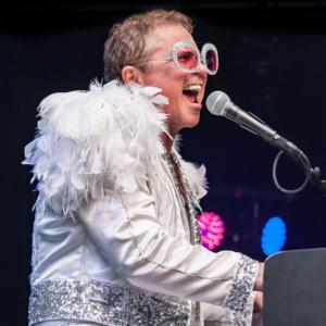 BWW Review: Kenny Metcalf Rocks the El Portal in the Ultimate Elton John Tribute Show