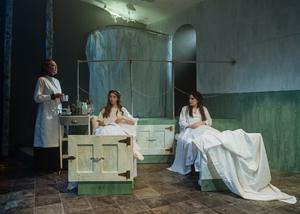 BWW Review: FAST, Park Theatre