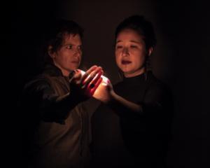 La compañía canadiense Buddies in Bad Times Theatre presentará en México Kiinalik: These Sharp Tools