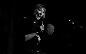 BWW Review: KAREN AKERS brings Legendary Style to The Beach Cafe