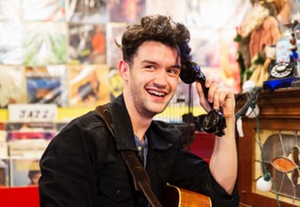 BWW Interview: CALL YOUR FRIENDS! Sam C. Jones Performs His New Hit and More at The Brickhouse Art Gallery