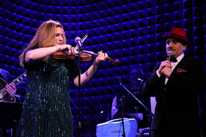 BWW Review: Ana Gasteyer Brings Holiday Hilarity To Joe's Pub With Two Essential Ingredients, SUGAR & BOOZE