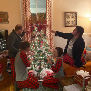 BWW Review: Firecracker Productions' ALL THROUGH THE HOUSE Is Not the 'Night Before Christmas' You Expect
