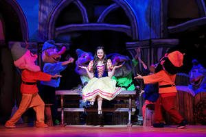 BWW Review: A SNOW WHITE CHRISTMAS SPRINKLES US WITH HOLIDAY CHEER IN A LYTHGOE FAMILY PANTO at Pasadena Civic Auditorium