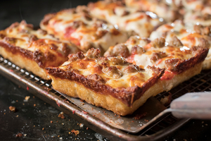 JET'S PIZZA Opens 20th Chicago Location in the South Loop with Special Offer