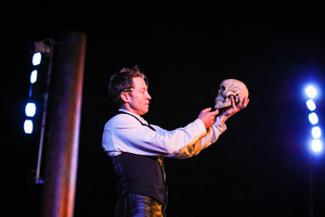 BWW Review: HAMLET at The Royal Botanic Gardens Victoria