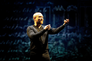 BWW Review: Prague Shakespeare Company's HAMLET Does it Solo at Main Street Theatre