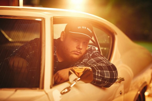 Luke Combs Will Musical Guest on SATURDAY NIGHT LIVE