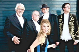 BWW Review: A toe-tapping trip down memory lane with FOR KINKS AND COUNTRY