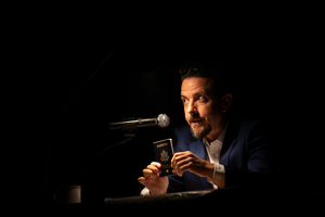 BWW Review: 17 BORDER CROSSINGS ~ GO ALONG ON ONE MAN'S JOURNEY AROUND THE GLOBE at The Broad Stage