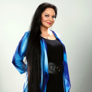 Crystal Gayle To Headline Theatre Re-Opening In Her Indiana Hometown
