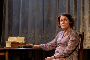 BWW Review: TALKING HEADS, Watford Palace Theatre
