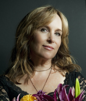 Gretchen Peters Shares 'Wish I Was'