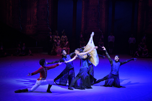 BWW Review: CINDERELLA IN-THE-ROUND, Royal Albert Hall