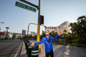Road to The Mirage in Las Vegas Renamed 'Siegfried & Roy Drive'