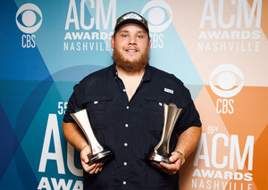 Luke Combs Wins Male Artist of the Year at ACM AWARDS