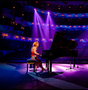 BWW Review: TONIGHT AT THE LONDON COLISEUM: CASSIDY JANSON, London Coliseum
