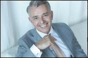Richard Shelton Covers Tom Jones Classic 'It's Not Unusual'