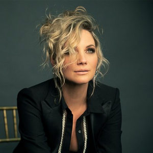 Jennifer Nettles to Receive Inaugural 'CMT Equal Play Award'
